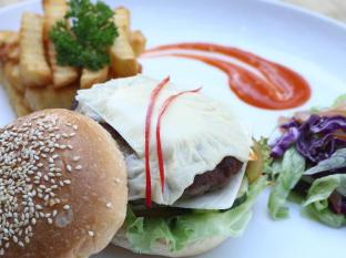 Danoya Villa Hotel Bali - Paties Chees Burger