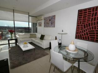 Docklands Private Collection – New Quay Melbourne - Lounge and Dining