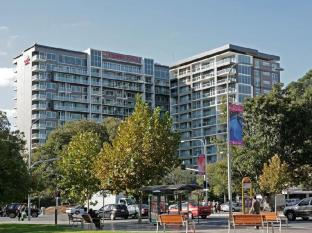 Crowne Plaza Adelaide Hotel