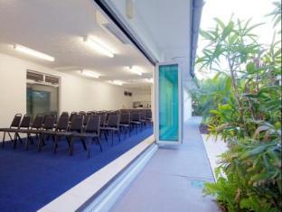 At Marina Shores Hotel Whitsunday Islands - غرفة الاجتماعات