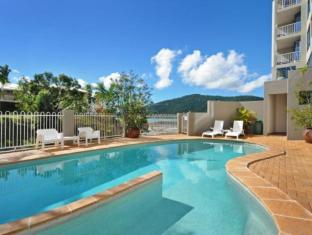 at Whitsunday Vista Resort Whitsunday Islands - Zwembad