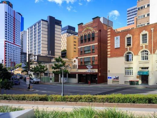 City Edge Brisbane Hotel