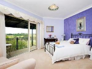 Chestnut Hill Country Retreat Bed and Breakfast