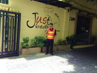 Justbeds Hotel Bangkok - 24 Hours Security Guard