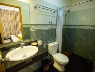 Hang Neak Hotel Phnom Penh - Bathroom