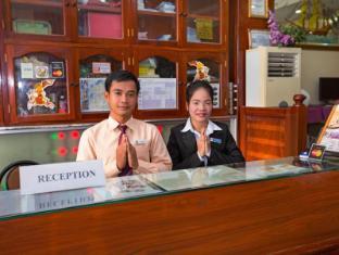 Hang Neak Hotel Phnom Penh - welcoming Guests