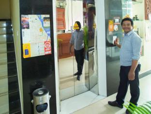 Hang Neak Hotel Phnom Penh - going to elevator
