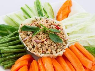 Hang Neak Hotel Phnom Penh - Food - Chicken Lap