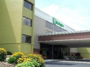 Holiday Inn Morgantown/Pennsylvania Turnpike Exit 298