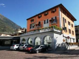 /hotel-bernina/hotel/tirano-it.html?asq=jGXBHFvRg5Z51Emf%2fbXG4w%3d%3d