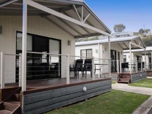 Geelong Riverview Tourist Park - Aspen Parks Geelong - Deluxe Cabin