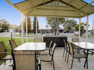 Geelong Riverview Tourist Park - Aspen Parks Geelong - BBQ Facilities