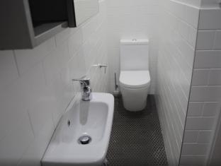 Highfield Private Hotel Sydney - Bathroom