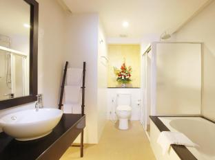 Palmyra Patong Resort Phuket - Deluxe Pool View - Bathroom