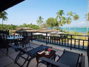 Niramaya Villa & Wellness Resort פוקט - מרפסת