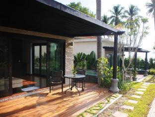 Niramaya Villa & Wellness Resort פוקט - בית המלון מבחוץ