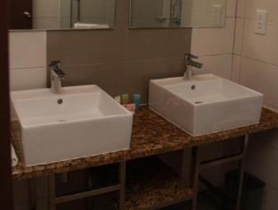 Gaya Centre Hotel Kota Kinabalu - Suite Bathroom