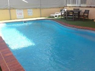 Paramount Motel Brisbane Brisbane - Swimming Pool