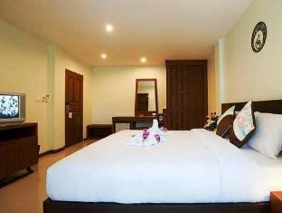 Deva Suites Patong Hotel Phūketa - Istaba viesiem