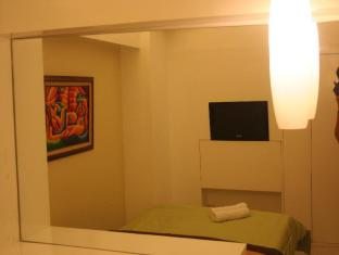 Stone House Bed and Breakfast Manila - Ruby Room