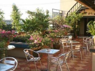 Stone House Bed and Breakfast Manila - Balcony/Terrace
