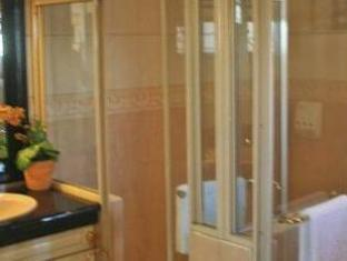 Stone House Bed and Breakfast Manila - Bathroom
