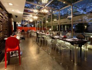 The Park Pod Hotel Chennai - Restaurant Glass Side