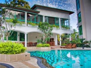 Hotel Clarion Wattala - Swimming pool area
