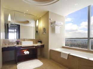 The QUBE Pudong Shanghai - Business Suite King Bed