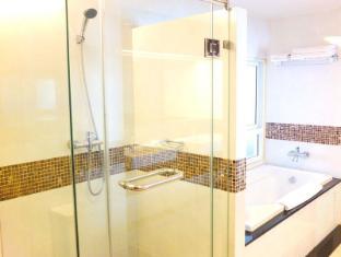 August Suites Pattaya Pattaya - Bathroom