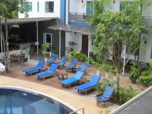 The Billabong Hotel & Hostel