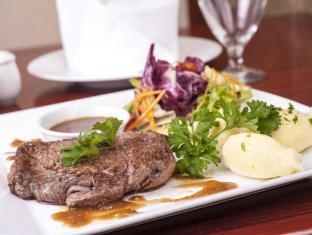 Conifer Boutique Hotel - Managed by H&K Hospitality Hanoi - Food and Beverages