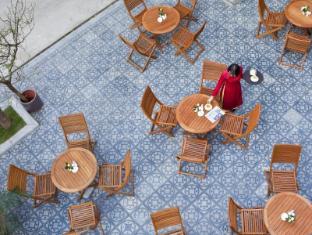 Conifer Boutique Hotel - Managed by H&K Hospitality Hanoi - Balcony/Terrace
