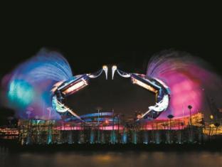 Resorts World Sentosa - Festive Hotel Singapore - Crane Dance