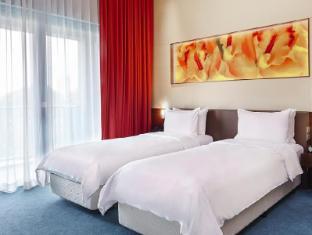 Resorts World Sentosa - Festive Hotel Singapore - Deluxe King
