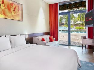 Resorts World Sentosa - Festive Hotel Singapore - Deluxe Pool View