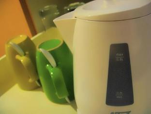 St Giles Makati - Classic Hotel Manila - Electric Kettle & Mugs