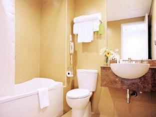 St Giles Makati - Classic Hotel Manila - Bathroom