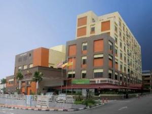Σχετικά με Carlton Holiday Hotel & Suites (Carlton Holiday Hotel & Suites)