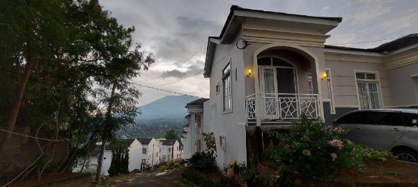 Villa Marfel - Blessing Hills D-1 Puncak Puncak