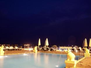 Hotel Cambodiana Phnom Penh - Pool with Mekong View