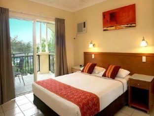Bay Village Tropical Retreat & Apartments Cairns - 2 Bedroom Apartment