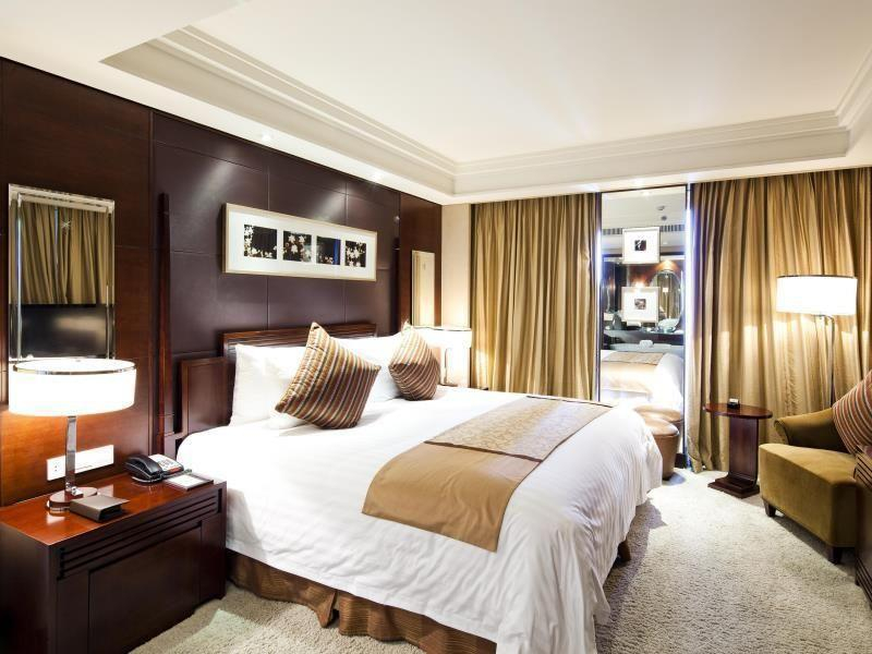 Executive King Bed With Breakfast