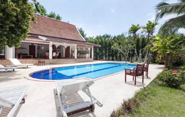 ป่าคลอก เทรดิชันนัล ไทย วิลลา – Paklok Traditional Thai villa
