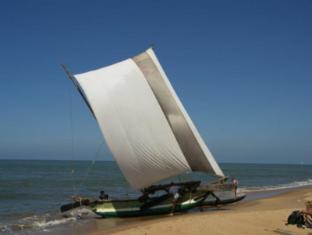Paradise Beach Hotel Negombo - Catamarans At Beach