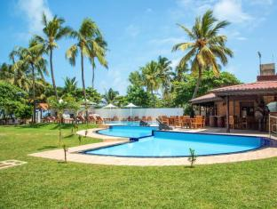Paradise Beach Hotel Negombo - Swimming Pool view from Garden