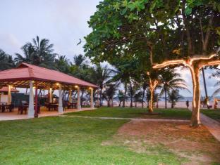Paradise Beach Hotel Negombo - Garden Area