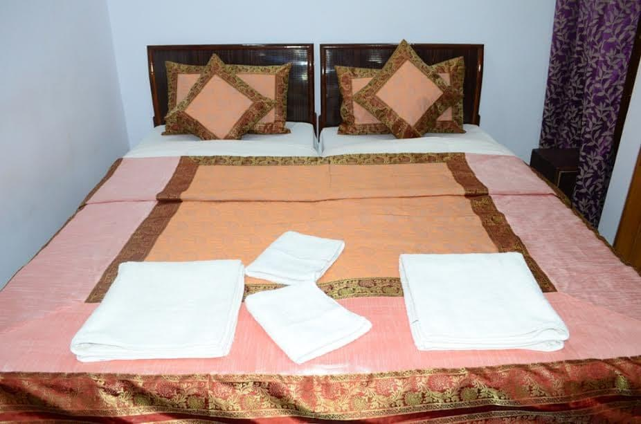 Review Hotel Shivratri Guesthouse