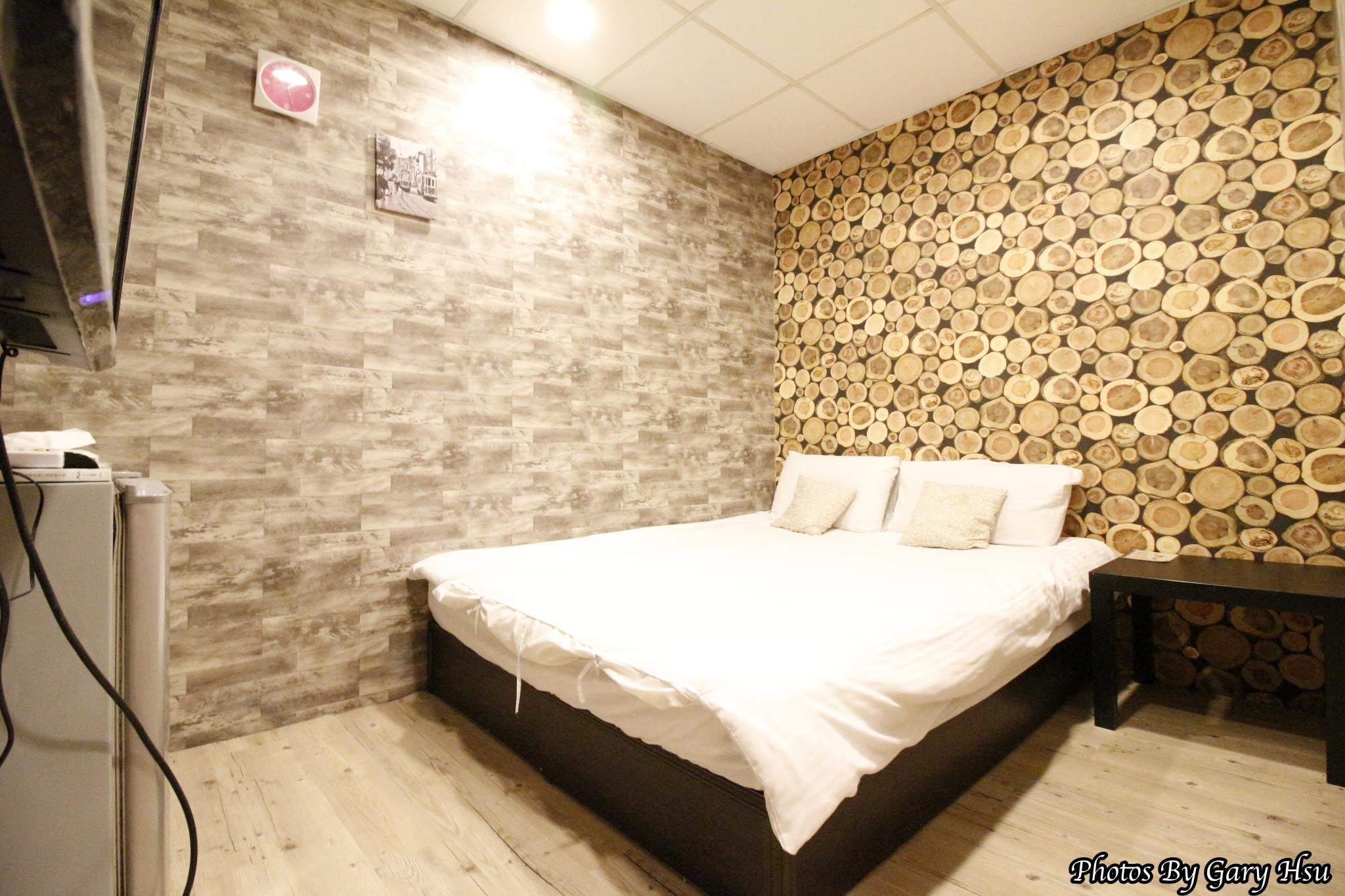 Taichung Go Around Hostel Standard Double Room2