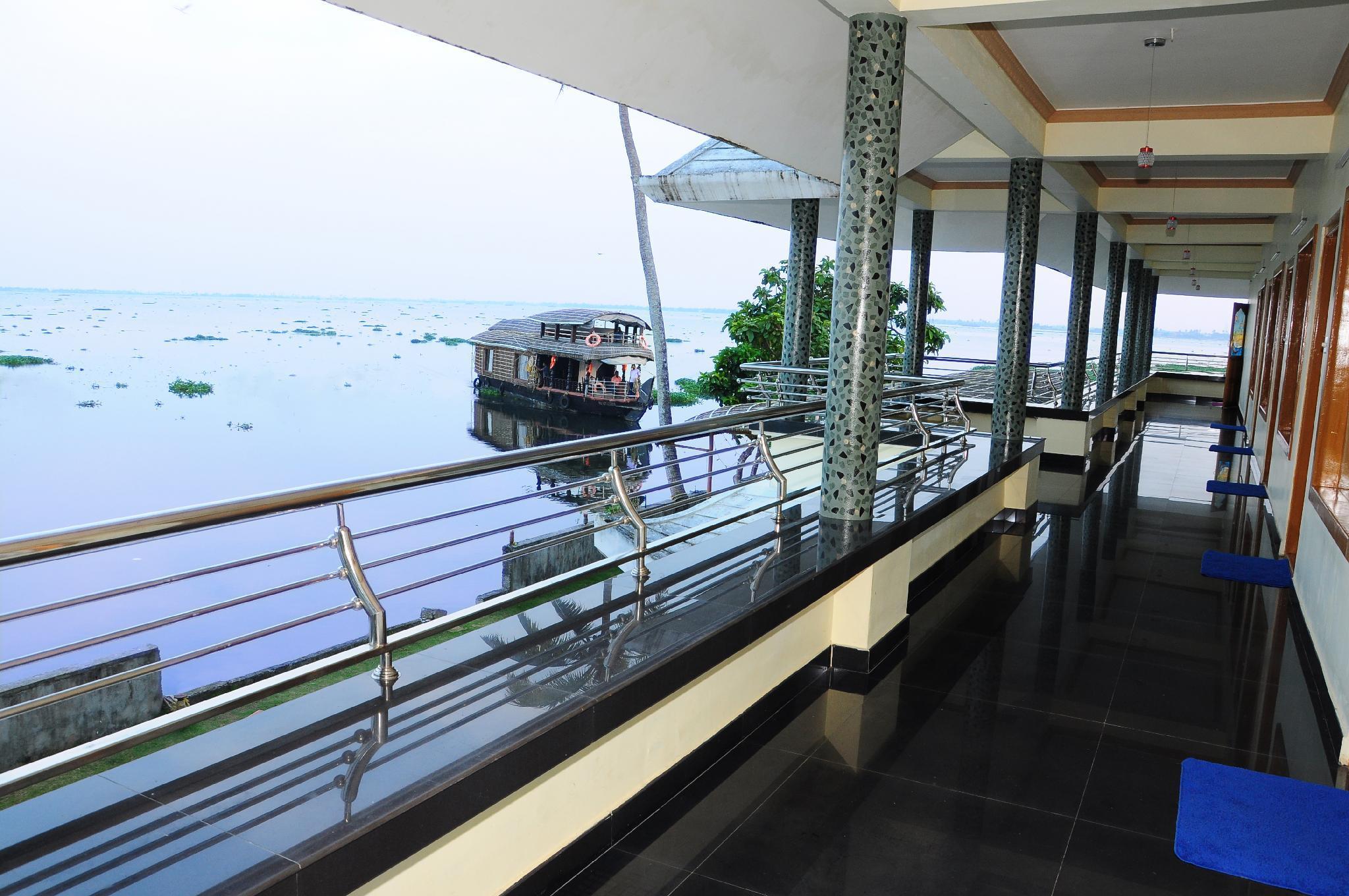 Cosy Lake Villa Reviews